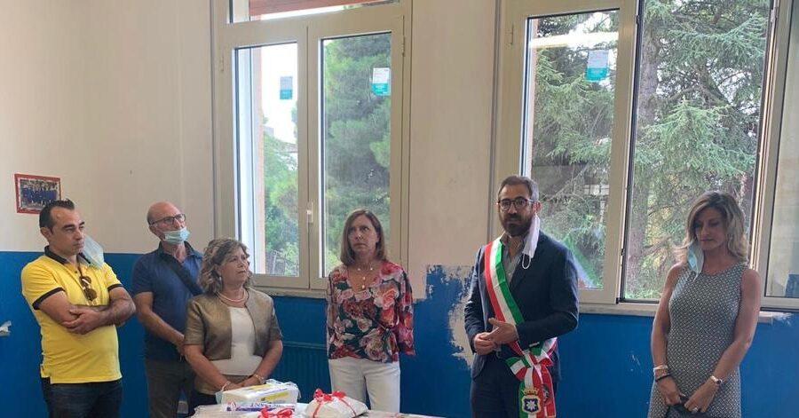Il Comune sostituisce gli infissi della Scuola elementare di Grisì
