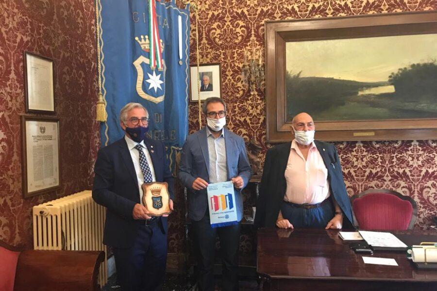 Il sindaco accoglie  il governatore del Rotary Sicilia – Malta