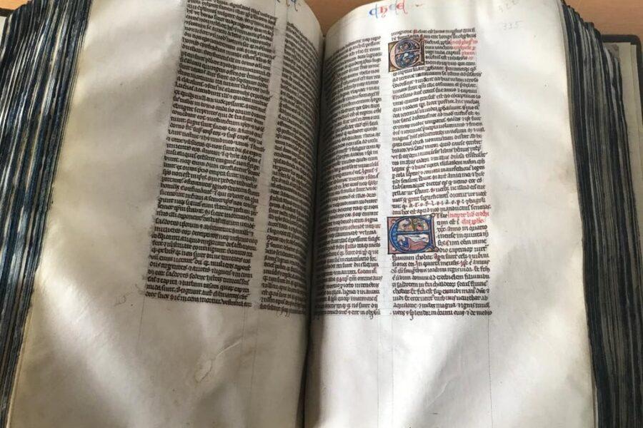 """Giornata mondiale Unesco del libro : l'amministrazione Arcidiacono rende omaggio al libro per eccellenza : """"La Bibbia"""""""